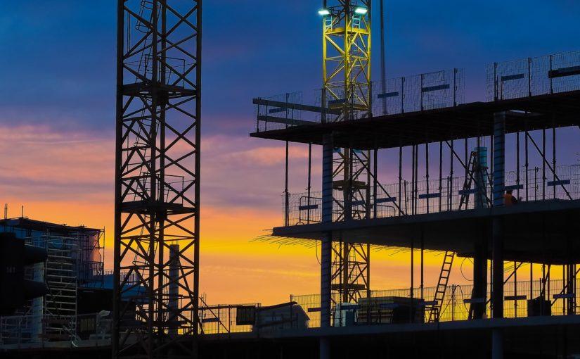 Adekwatnie z bieżącymi kodeksami nowo budowane domy muszą być gospodarcze.